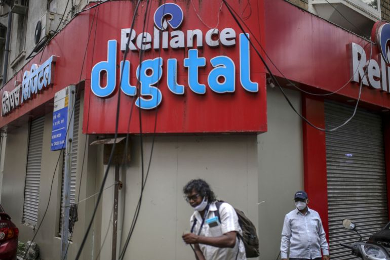 Ambani's goal of ruling Indian smartphone market in trouble