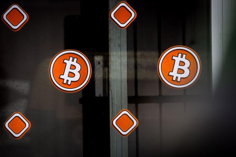 10 în bitcoin)