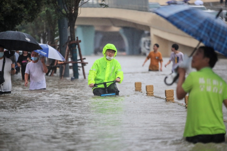 Central China: 25 dead in flooded Zhengzhou metro, landslides   China News   Al Jazeera