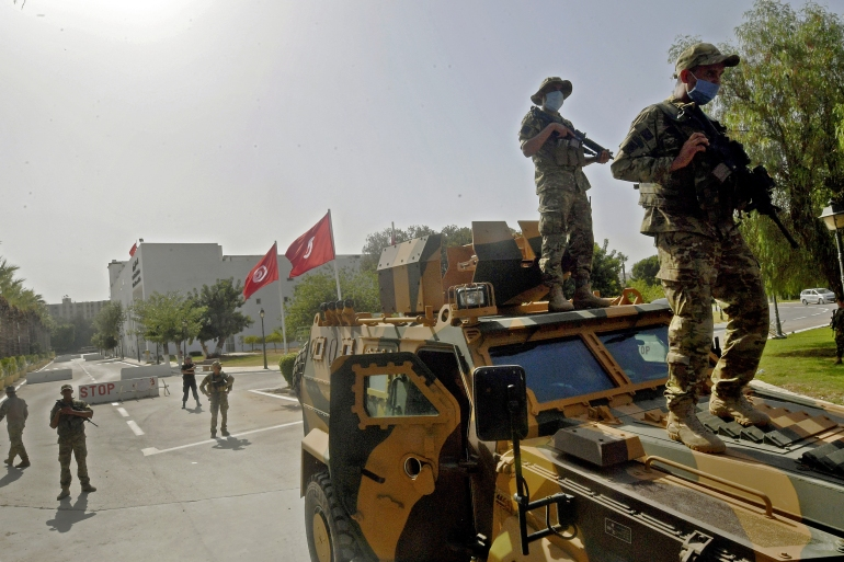 Tunisian military forces guard the area around the parliament building in the capital Tunis on July 26, 2021, following protests in reaction to a move by the president last night to suspend the north African country's parliament and dismiss the Prime Minister. [Fethi Belaid/AFP]