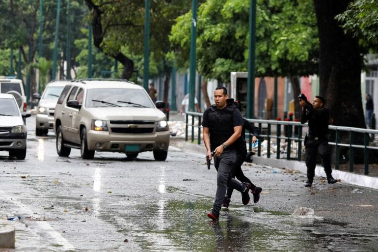Venezuelan police move in on gang-run Caracas neighbourhoods | Crime News