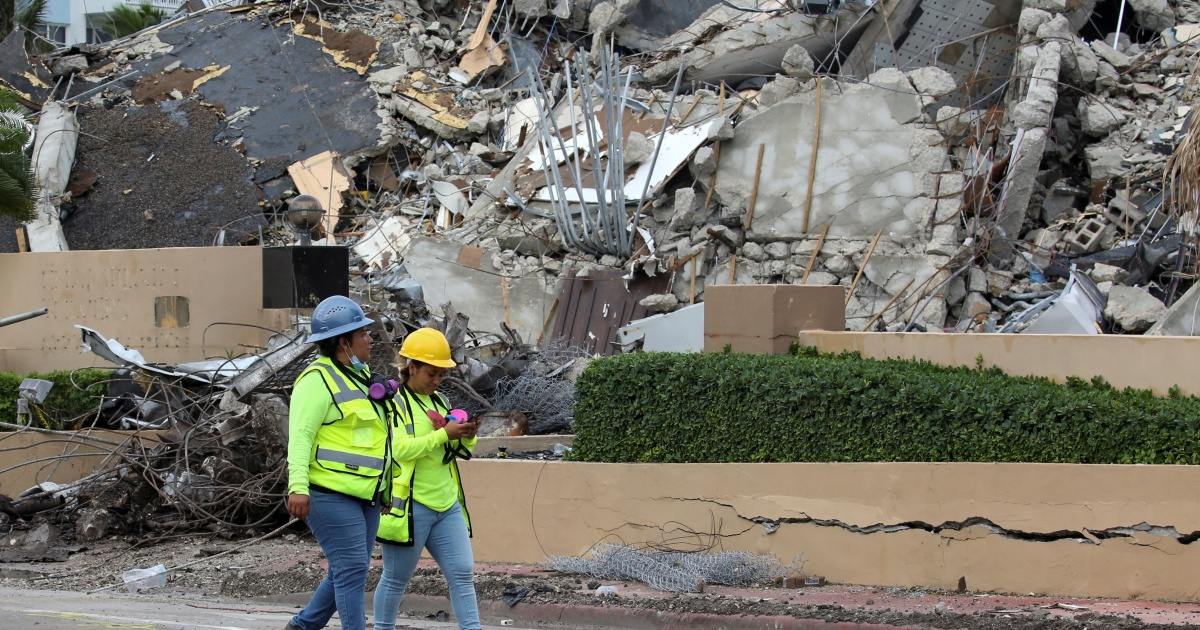 Search for bodies in Florida condo collapse officially ends