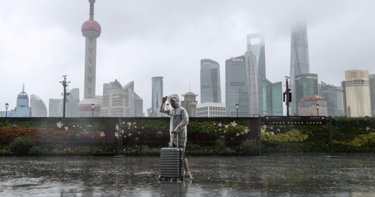 Shanghai cancels flights as Typhoon In-Fa lashes eastern China