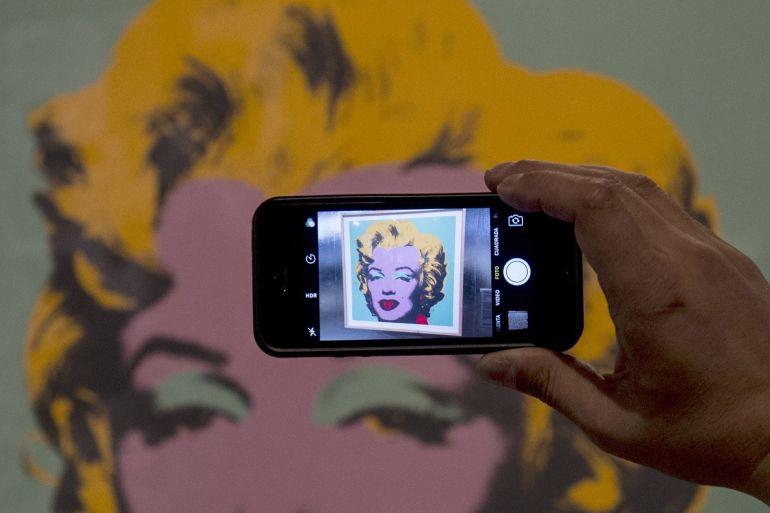Tuntutan hukum seperti kasus Marilyn Monroe yang dibawa oleh tanah miliknya di Amerika Serikat menjadi semakin umum karena konsumen berbelanja online dengan sedikit pemahaman atau kekhawatiran tentang apa yang asli dan palsu File Martin Bernett/AFP/Getty Images