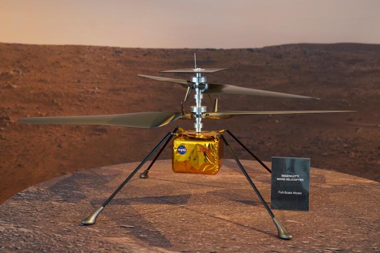 Helikopter kecil Ingenuity menumpang ke Mars yang menempel di perut penjelajah Perseverance NASA, dan sejak mendarat di Planet Merah pada 18 Februari, telah melampaui harapan para ilmuwan File Damian Dovarganes/AP Photo