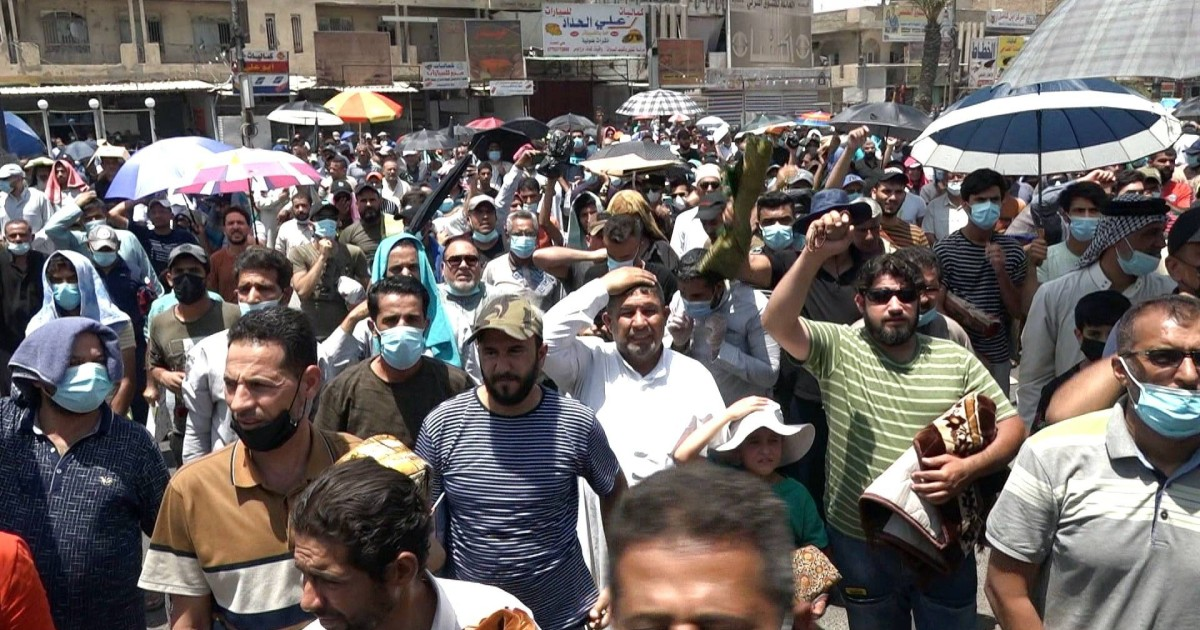 Basra protests erupt as power cuts hit scorching Iraq thumbnail