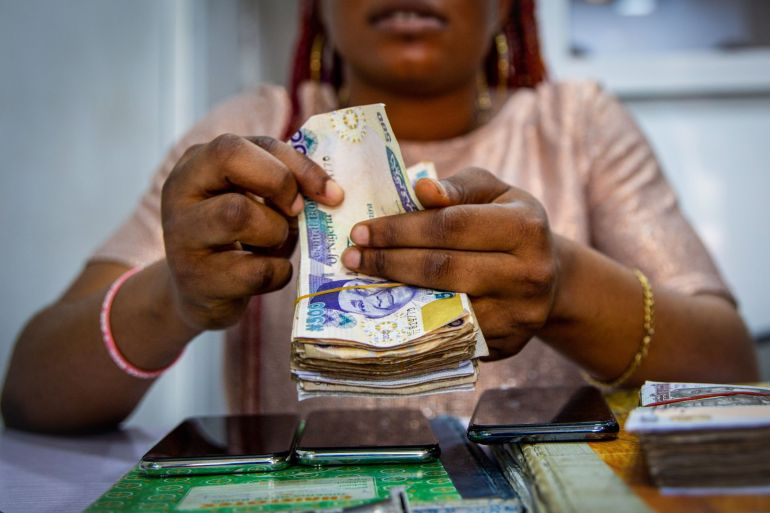 Nigeria previously banned foreign-exchange sales to money traders in March 2020, to prevent people congregating at bureaus de change at the onset of the coronavirus pandemic [File: Adetona Omokanye/Bloomberg]