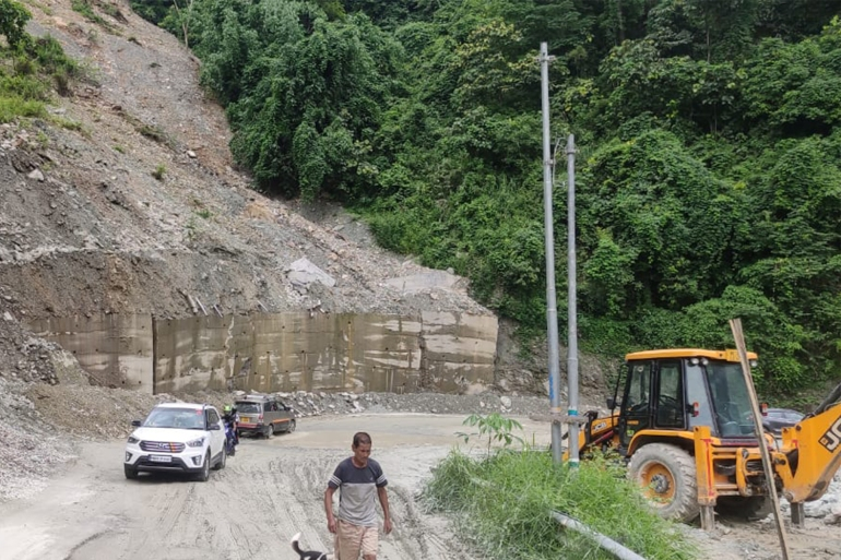 the-road-close-to-the-construction-of-tunnel-site-that-faces-frequent-landslides1-1.jpg?resize=770%2C513