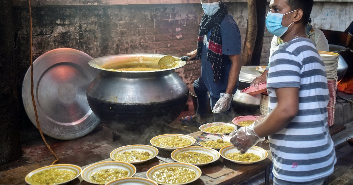 Bangladesh street kitchens battle to keep free food on the menu