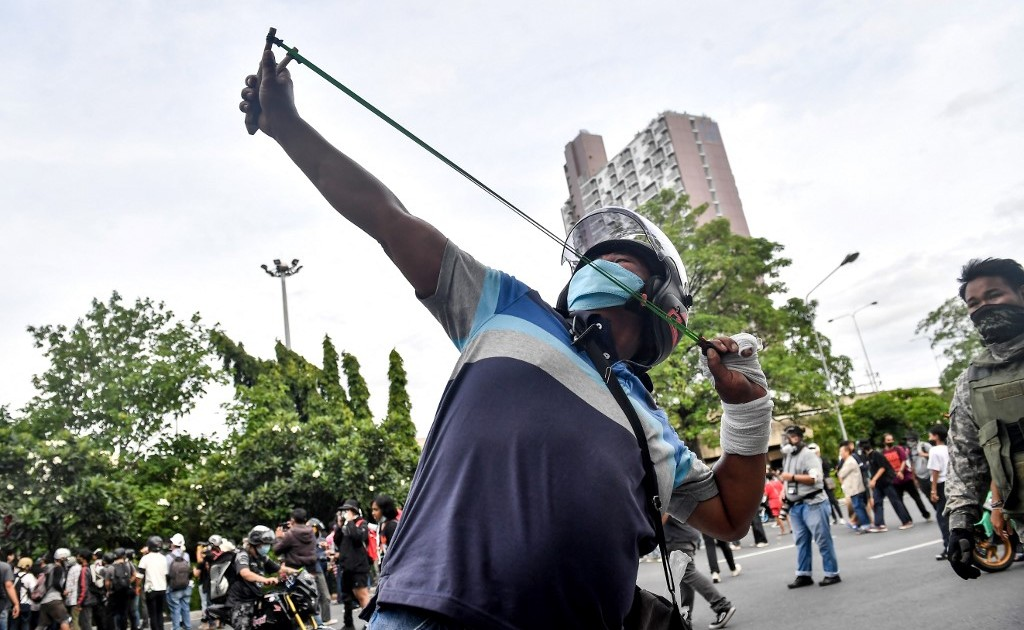 Thai protesters clash with police at anti-PM rally in Bangkok