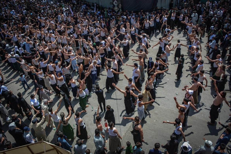 Shia Muslims beat their chests during an Ashura procession in Quetta, Pakistan. [Banaras Khan/AFP]