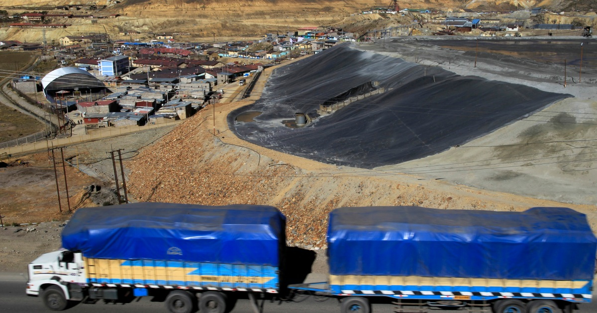 Several dead as bus carrying mine workers plunges in Peru thumbnail