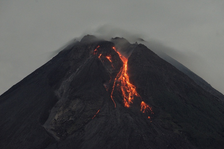 The mountain has seen increased volcanic activity in recent weeks, with its lava dome growing rapidly before partially collapsing on Sunday [Andreas Fitri Atmoko/Antara foto via Reuters]