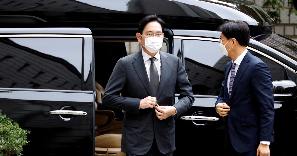 As Samsung head comes up for parole, company awaits his return thumbnail