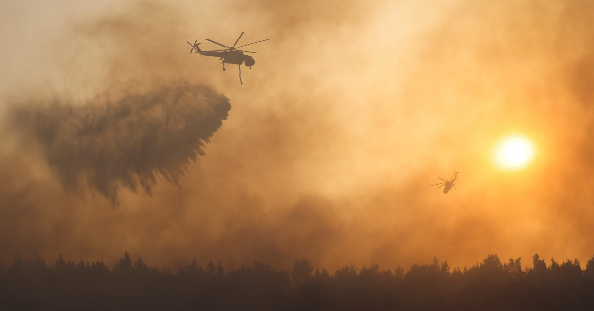 Greek firefighters battle 'raging' forest fire near Athens