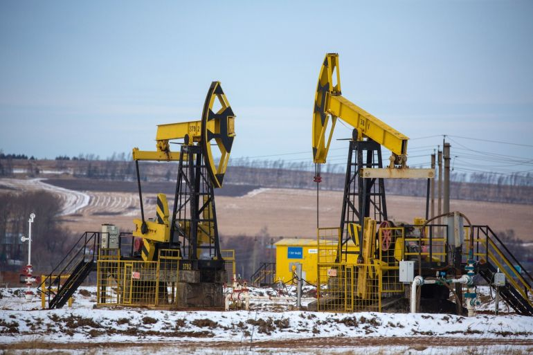 The International Energy Agency now predicts global oil demand will rise 5.3 million barrels per day on average to 96.2 million bpd in 2021, a downward revision that is due in part to the spread of the Delta variant of the coronavirus [File: Andrey Rudakov/Bloomberg]