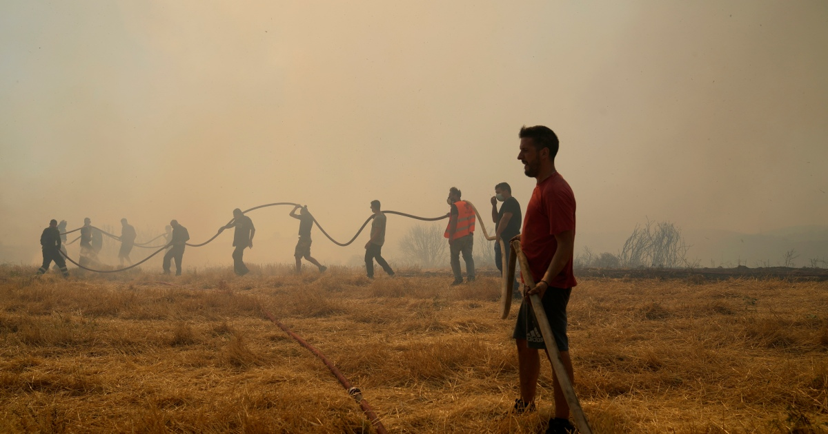 Wildfires tear through Greece's forests thumbnail