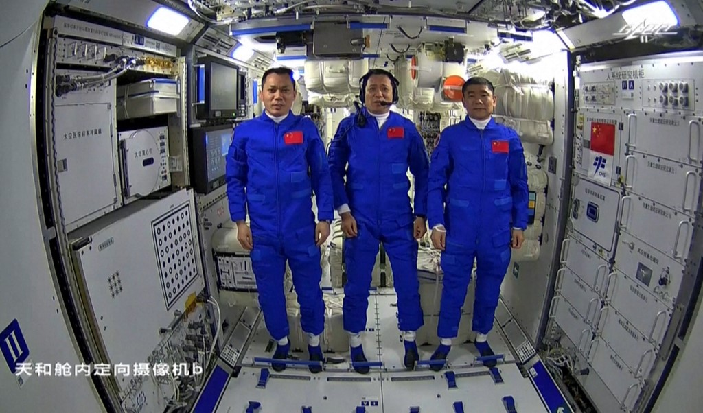 Chinese astronauts return after 90-day mission to space station thumbnail