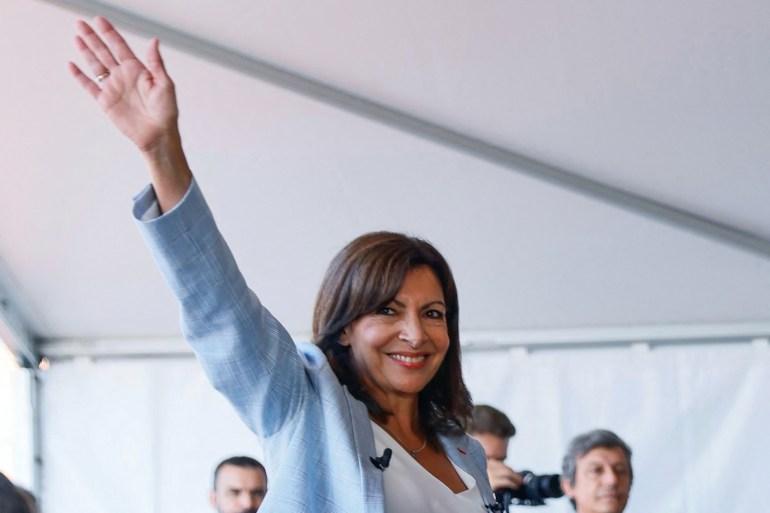 Hidalgo é a primeira prefeita de Paris [Thomas Samson/AFP]