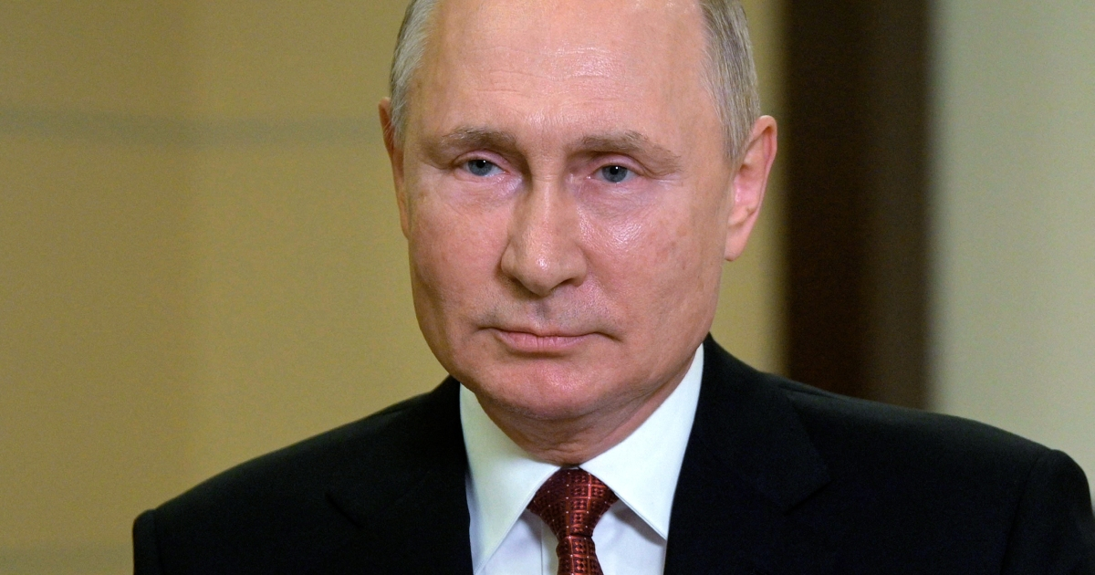 Russia's Putin praises elections as hundreds protest results
