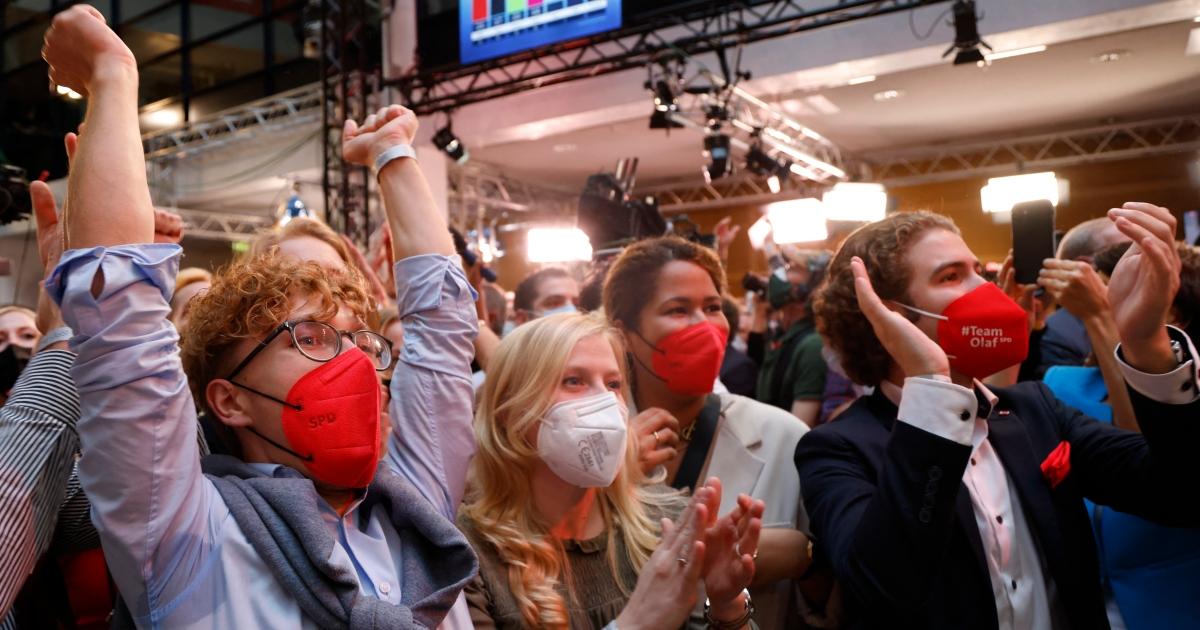 SPD edges ahead of Merkel's CDU in end-of-era German election