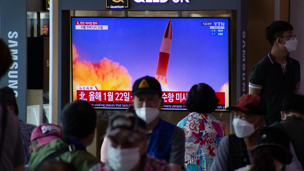 Acredita-se que a Coreia do Norte, que comemorou o aniversário de sua fundação no início desta semana, tenha testado um par de mísseis balísticos em violação das sanções [File: Jeon Heon-Kyun/EPA]