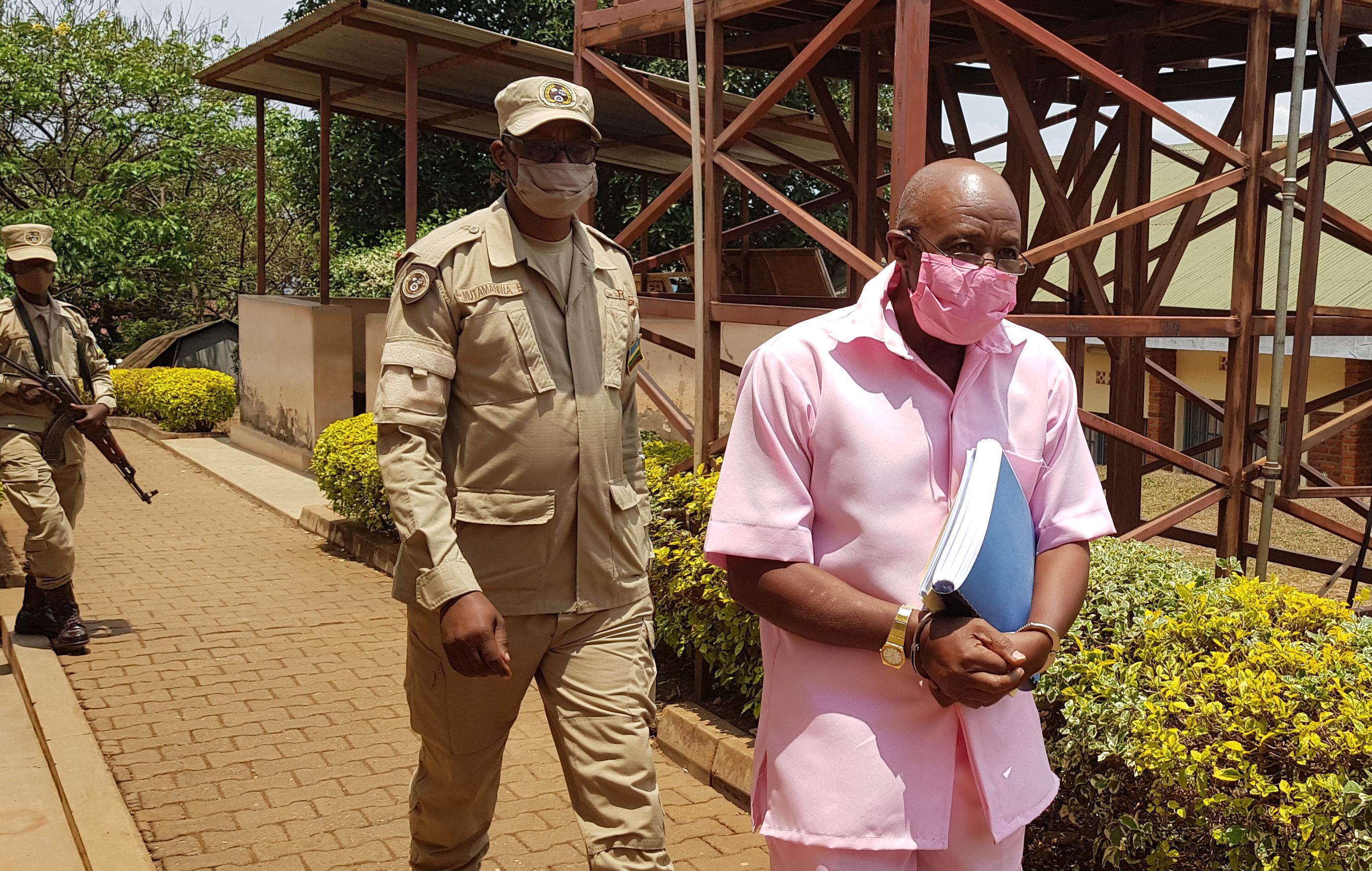 Paul Rusesabagina, 67, foi preso no ano passado ao chegar de Dubai após o que ele descreveu como um sequestro pelas autoridades ruandesas [Clement Uwiringiyimana/Reuters]