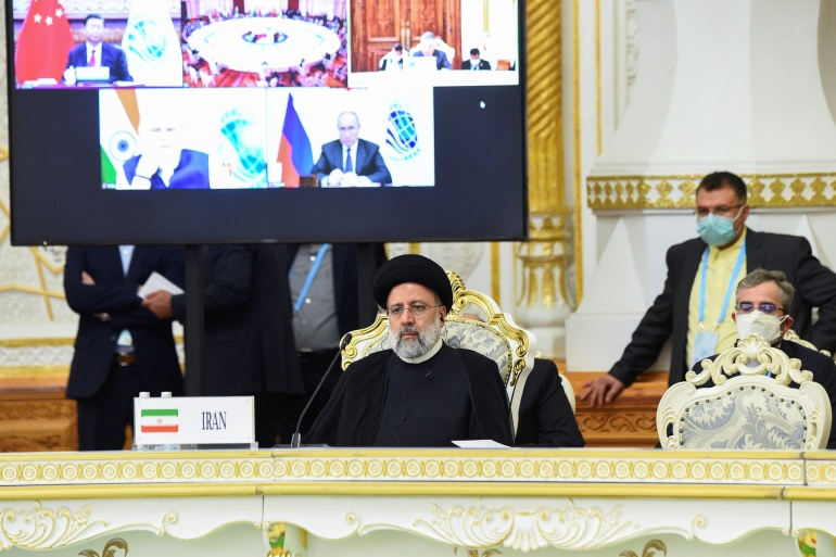 O presidente iraniano, Ebrahim Raisi, participando da cúpula da Organização de Cooperação de Xangai em Dushanbe [Didor Sadulloev/Reuters]