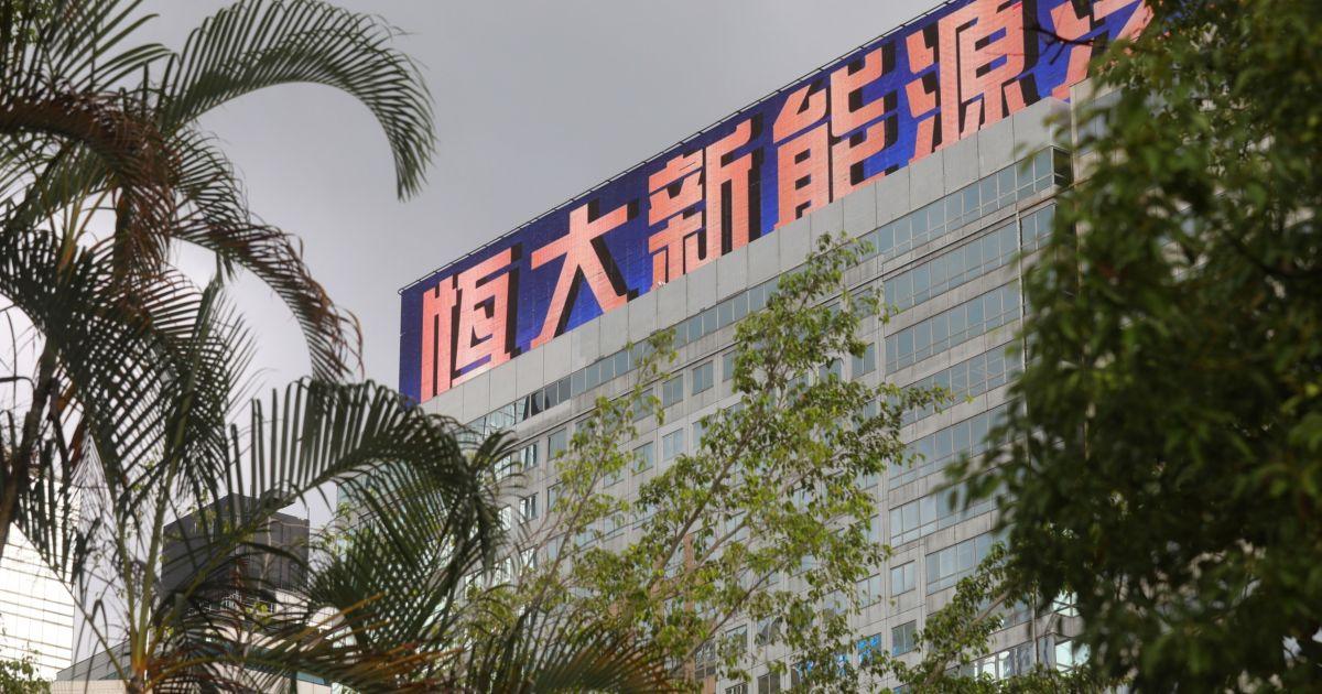 China's Evergrande default concerns loom large on nervous market thumbnail