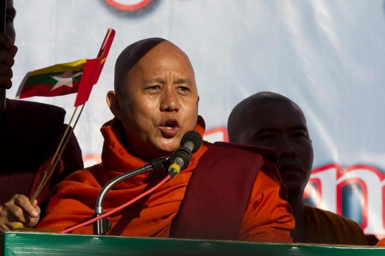 Os militares libertaram o monge budista anti-muçulmano Wirathu [File: Thein Zaw/AP Photo]