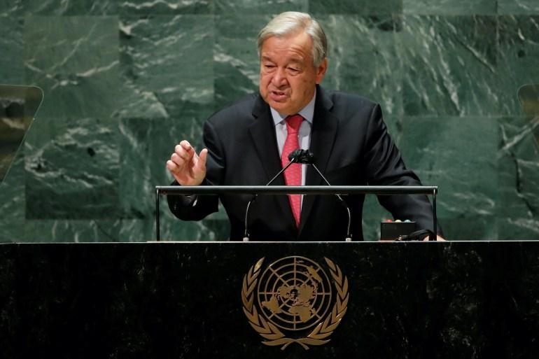 O secretário-geral das Nações Unidas, Antonio Guterres, discursou na 76ª sessão da Assembleia Geral da ONU na manhã de terça-feira, alertando que o mundo está caminhando para um abismo se não enfrentar o aumento da desigualdade, as mudanças climáticas e a disseminação da desinformação [Eduardo Munoz/Reuters]