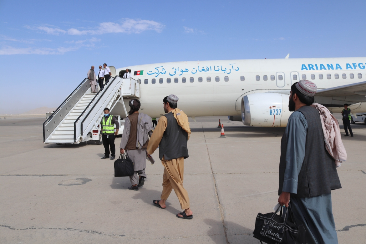 Passengers board a Boeing 737-4Y0 of Ariana Afghan Airlines at Ahmad Shah Baba International Airport in Kandahar. [EPA]