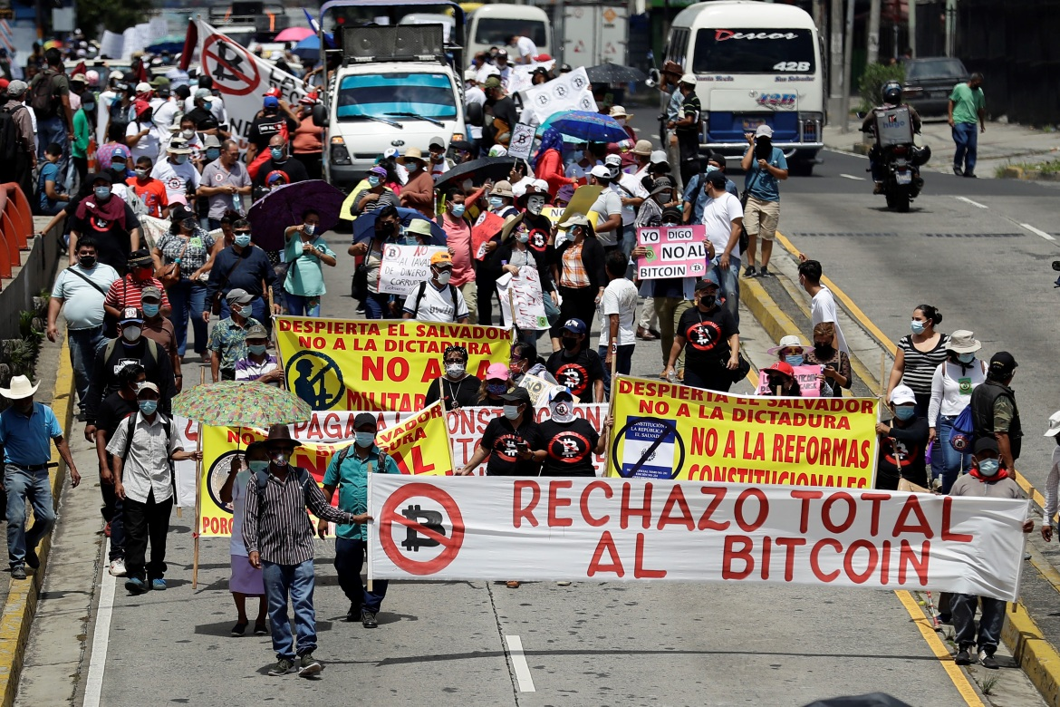 Economic agents are obliged to accept cryptocurrency and all prices of products and services must be expressed in dollars and Bitcoin. [Rodrigo Sura/EPA]