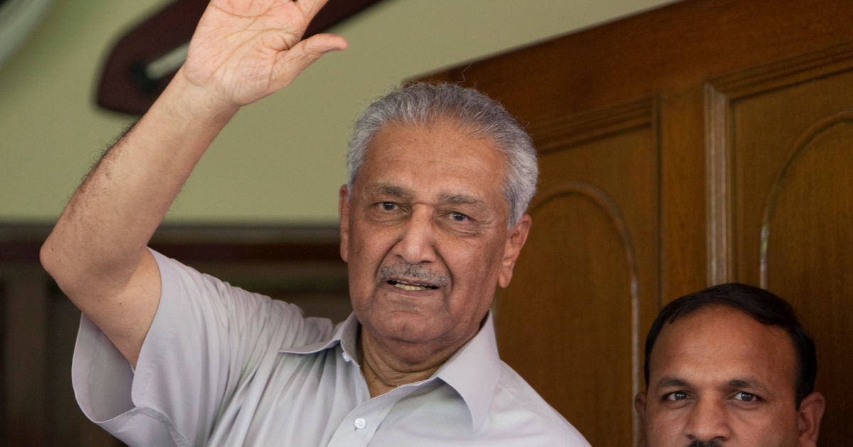 Father of Pakistan's nuclear programme Abdul Qadeer Khan dies thumbnail