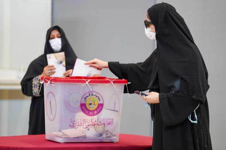 Seçmenler Cumartesi günü erken saatlerde sandık başına geldi [Sorin Furcoi/Al Jazeera]