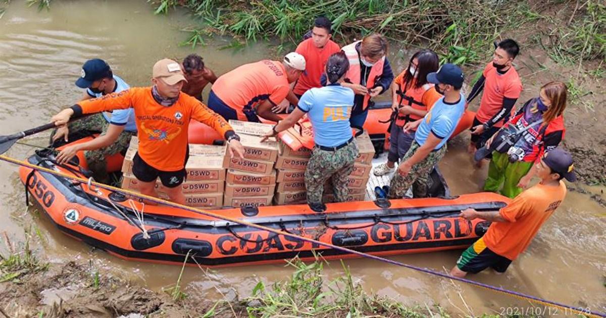 11 dead after Typhoon Kompasu floods the Philippines thumbnail