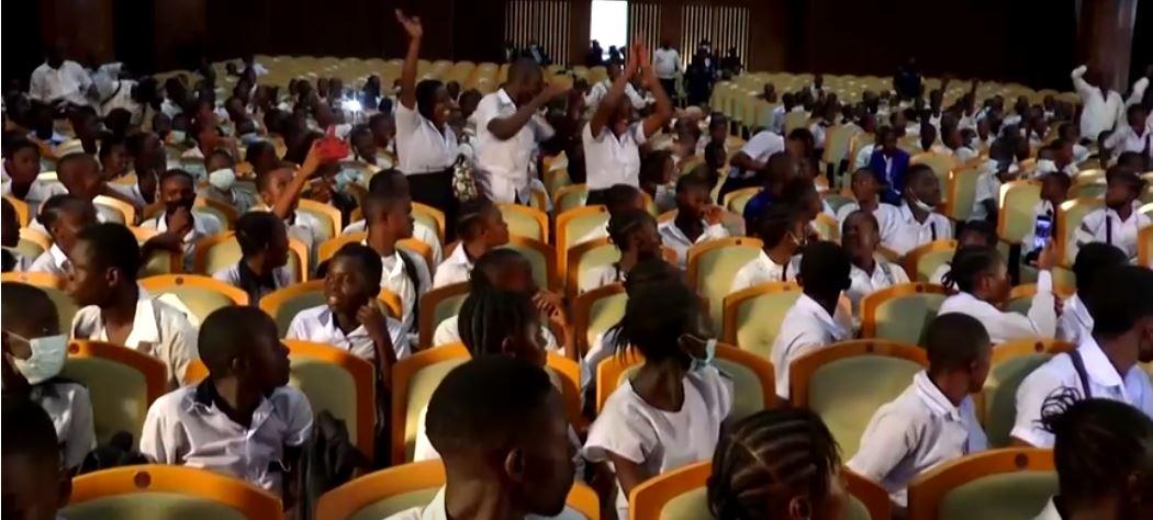 Watch Schoolchildren storm DRC parliament over putting academics' pay – Al Jazeera English News
